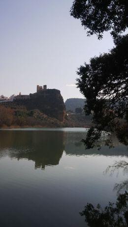 Castillo de Cofrentes desde el río Cabriel (foto archivo ACTIO Birding)