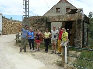El grupo junto a la Noria de Casas del Río